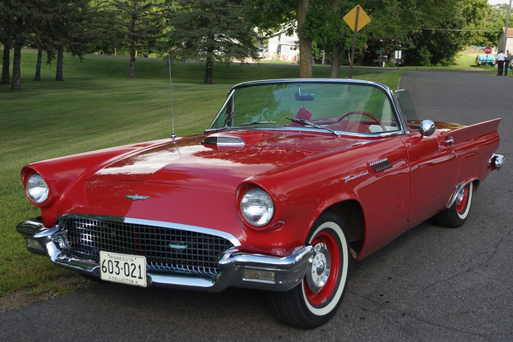 1957_Ford_Thunderbird_(28911503716)_(cropped)