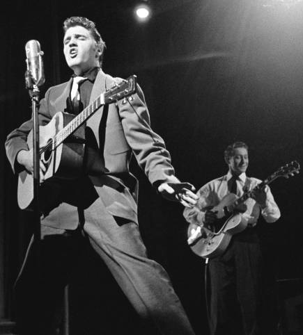 Elvis_and_Scotty_Moore_(cropped)